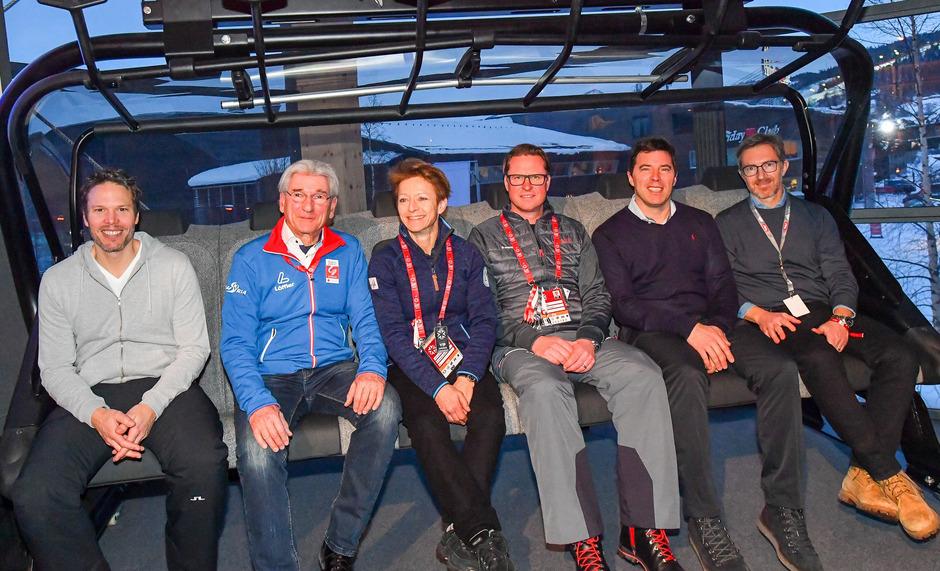 Anton Seeber (Leitner ropeways, 2.v.r.) mit (v.l.) Philipp Radel (CEO WWP Sportmarketing), Klaus Leistner (ÖSV-Generalsekretär), Sarah Lewis (FIS-Generalsekretärin), Mats Arjes (FIS-Vizepräsident, CEO Skistar) sowie Valerio Giacobbi (CEO Cortina 2021).