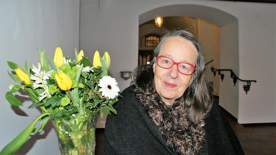 Margarethe Oberdorfer zeigt in ihrer Ausstellung in Lienz Keramikfiguren.