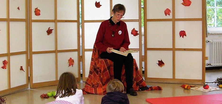 Geschichten vorlesen im SOS-Kinderdorf: Dafür werden auch diesmal wieder Lesepatinnen und -paten gesucht.