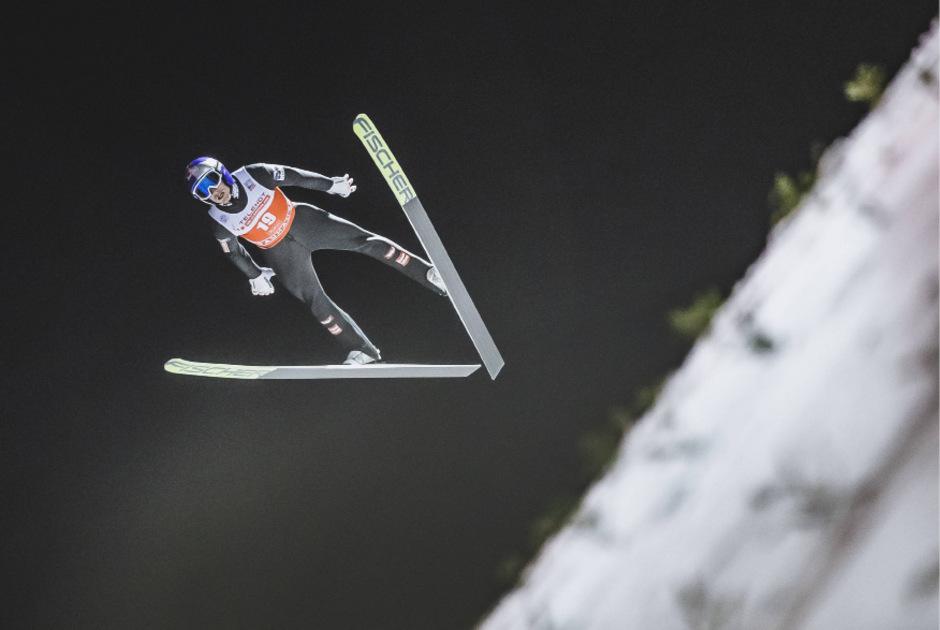 Gregor Schlierenzauer durfte sich bei seinem Weltcup-Comeback über einen Team-Sieg freuen.