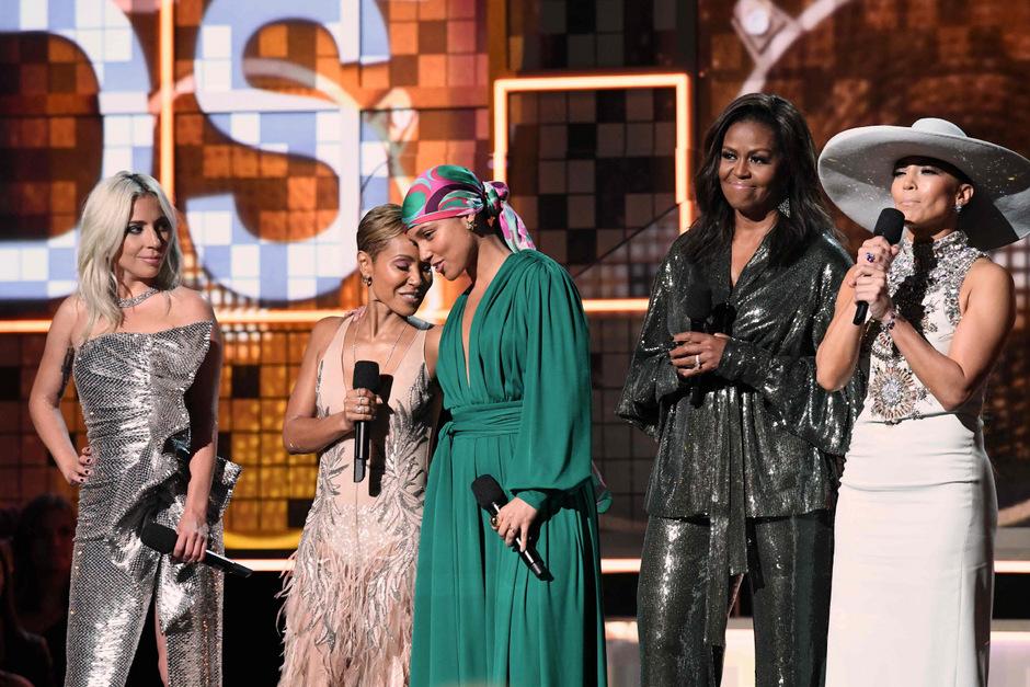 Gemeinsam auf der Bühne: Lady Gaga, Jada Pinkett Smith, Alicia Keys, Michelle Obama and Jennifer Lopez.