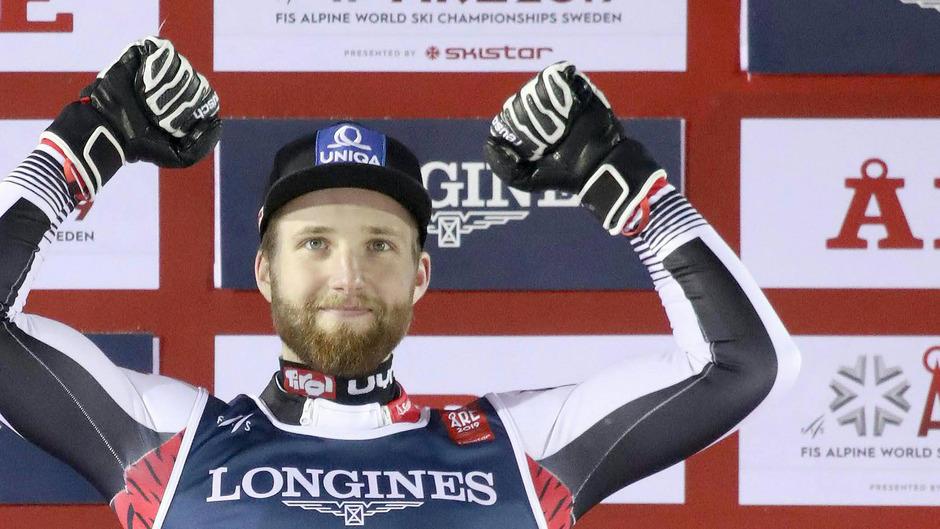 Marco Schwarz jubelt über Bronze in der Kombination.