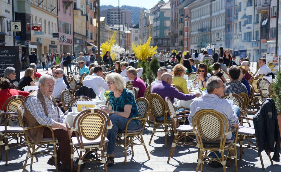 Keine sonnigen Aussichten für Innsbrucks Gastgärten dieser Tage. Nicht nur durch das Wetter ist die Stimmung frostig. (Symbolfoto)