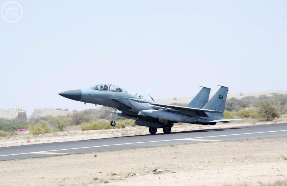 Ein saudischer Kampfjet startet in Richtung Jemen.