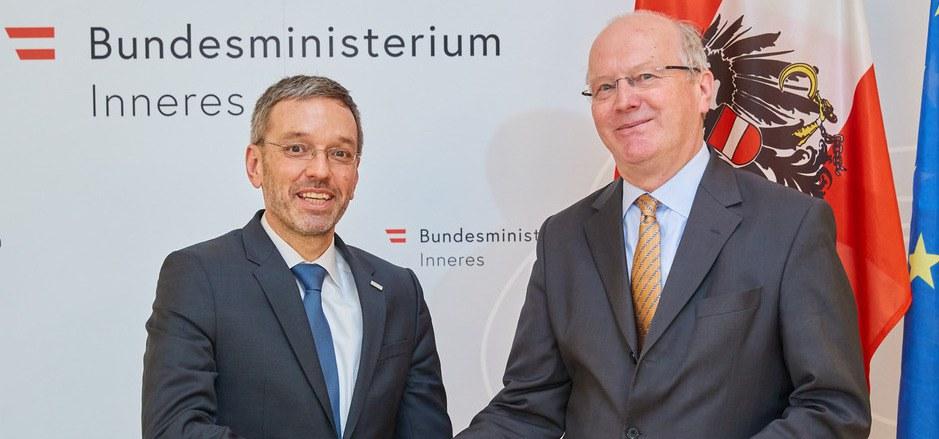 Innenminister Kickl lässt sich bei der BVT-Reform vom ehemaligen deutschen Staatssekretär Klaus-Dieter Fritsche beraten.