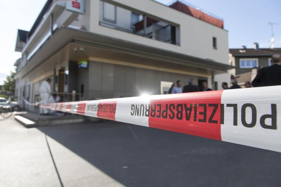 Im August überfiel ein 42-Jähriger eine Innsbrucker Sparkassenfiliale mit dem Ziel, von der Polizei erschossen zu werden.