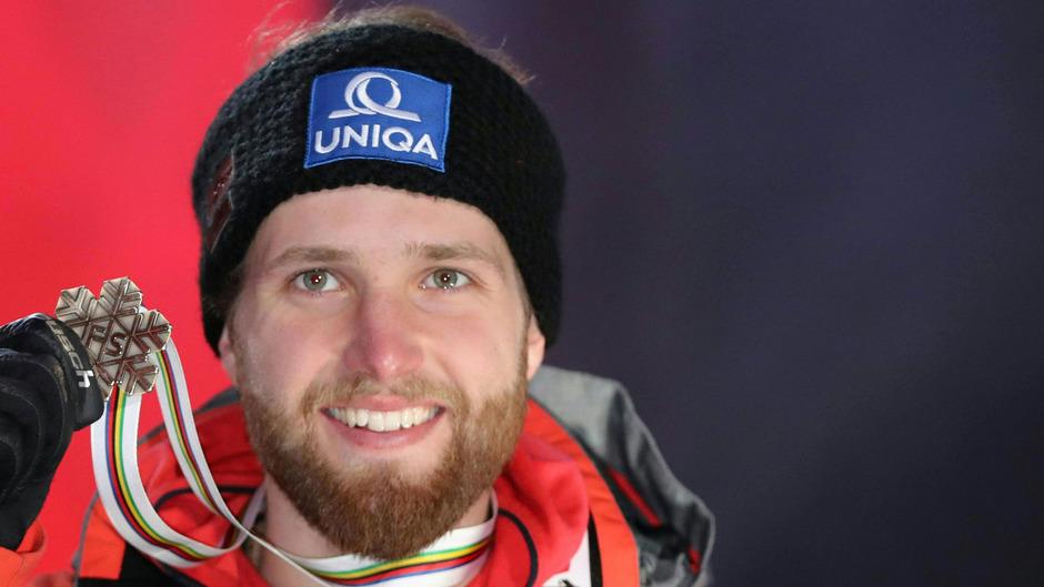Marco Schwarz holte in der Kombination hinter dem siegreichen Franzosen Alexis Pinturault sowie Überraschungsmann Stefan Hadalin aus Slowenien die Bronzemedaille.