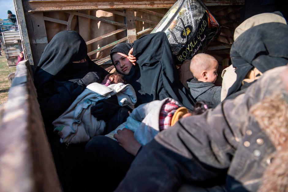 Frauen und Kinder sind auf der Flucht vor den Kämpfen.