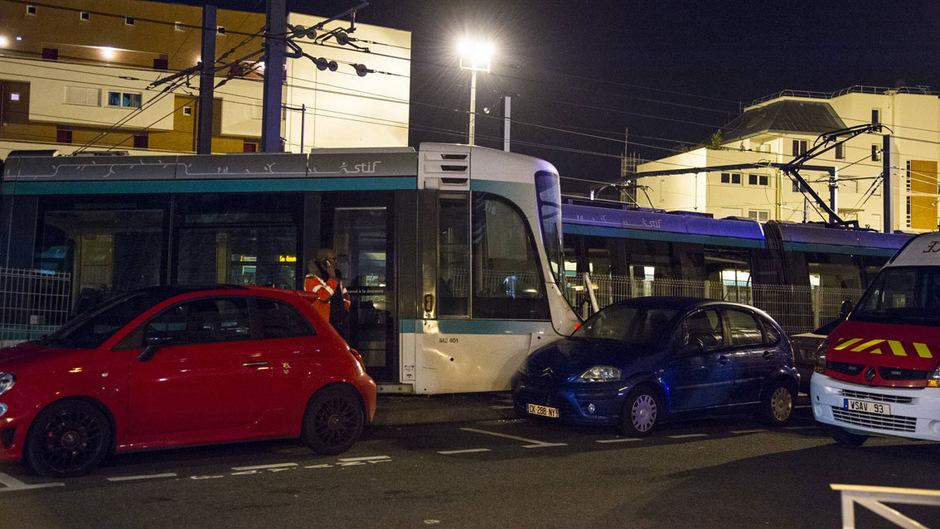 Die Straßenbahn fuhr von hinten auf eine stehende Tram auf und entgleiste.