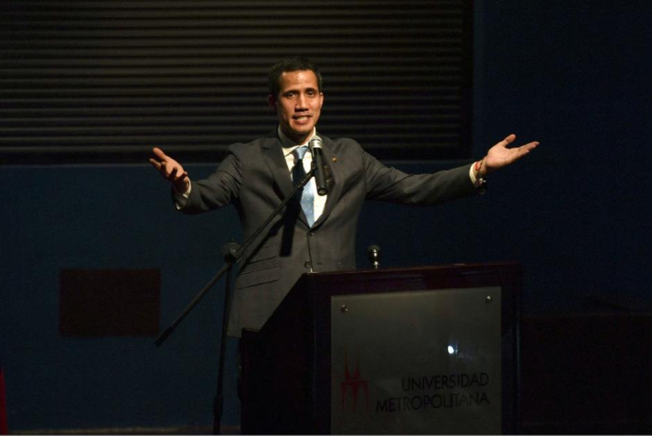 Juan Guaidó wird von den USA und einigen westlichen Staaten unterstützt. Regiert wird das Land von Staatschef Nicolás Maduro.