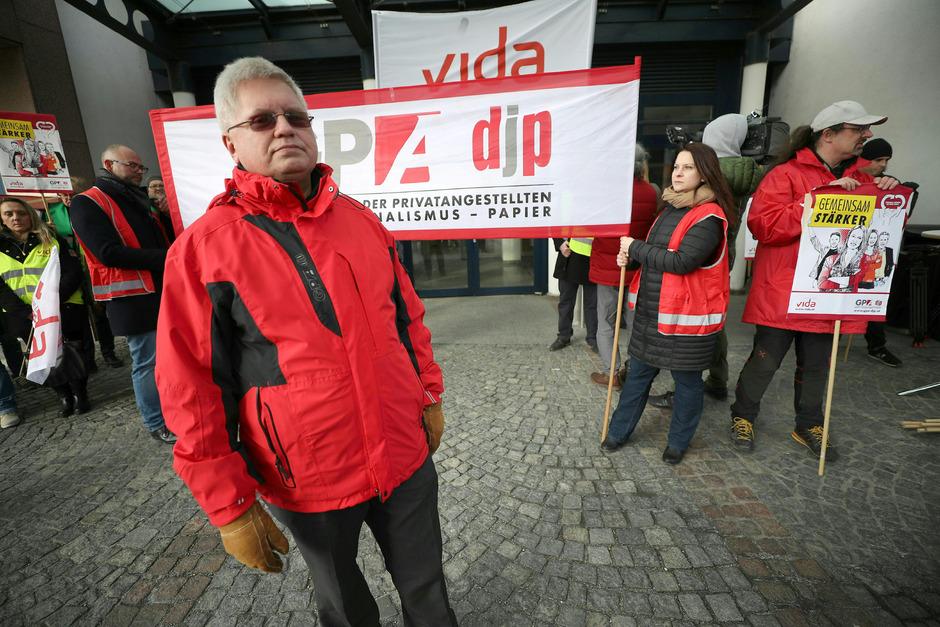 GPA-Verhandlungsführer Reinhard Bödenauer bei einer Kundgebung bei der Sucht- und Drogenkoordination Wien im Rahmen von Warnstreiks in der Sozialwirtschaft.