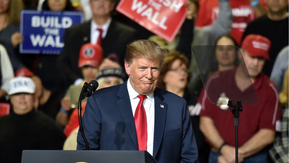 US-Präsident Donald Trump versucht weiter seiner Basis eines seiner zentralsten Versprechen zu erfüllen. Während die Republikaner in beiden Kammern die Mehrheit hatte, stellte Trump die Causa hinten an.