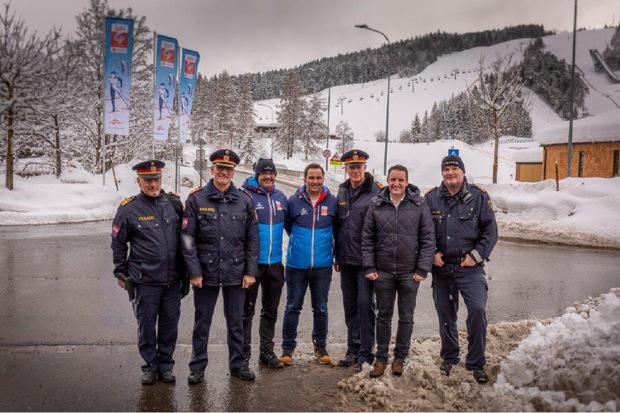 Die Sicherheitsverantwortlichen machten sich ein Bild der Lage, v.l.: Erich Lettenbichler, Edelbert Kohler, BM Werner Frießer, Christian Scherer (Direktor der Organisation), Gerhard Niederwieser und Josef Schreier (BH).