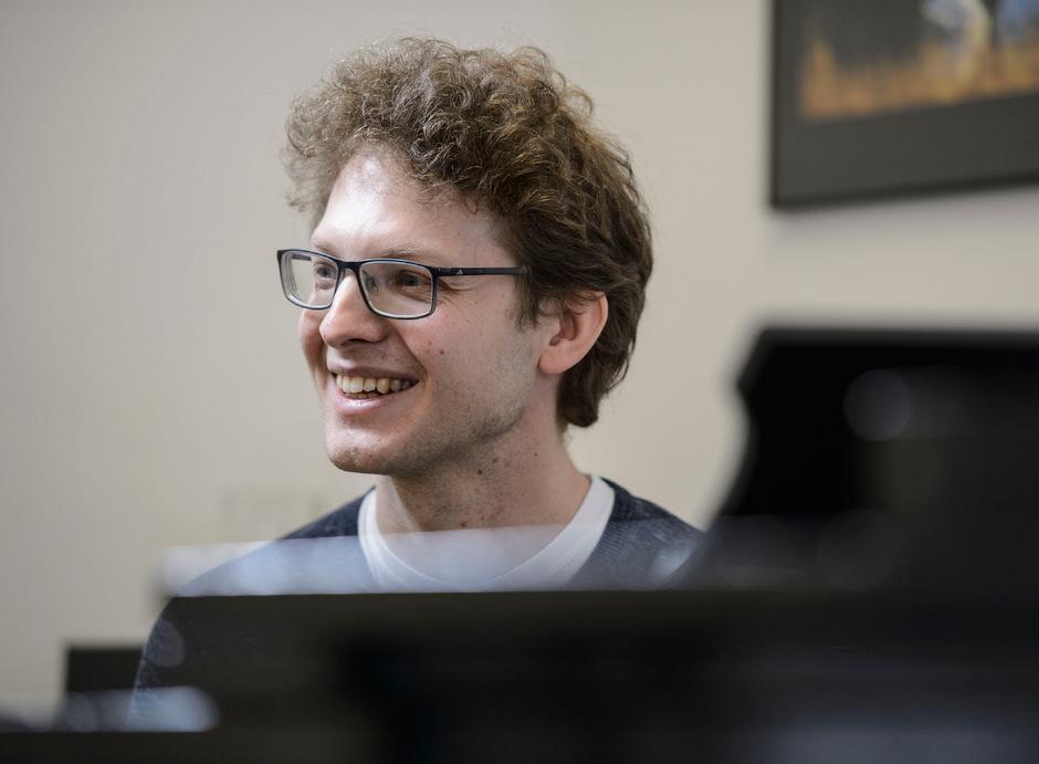 Michael Schöch unterrichtet am Tiroler Landeskonservatorium und absolviert zusätzlich rund 40 Auftritte pro Jahr am Klavier und an der Orgel.