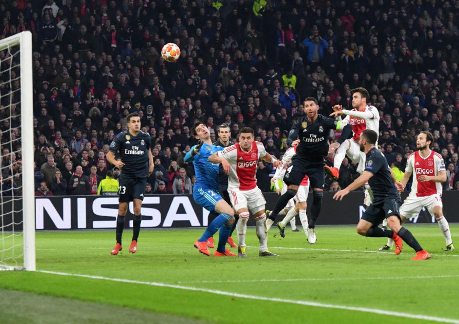 Nicolas Tagliafico staubte per Kopf zum vermeintlichen 1:0 für die Niederländer ab.