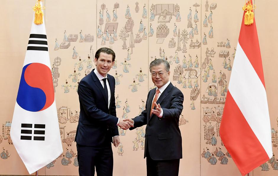 Sebastian Kurz und der Präsident von Südkorea  Moon Jae-in.