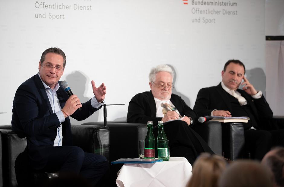 """Vizekanzler Strache, Publizist Henryk M. Broder und der Obmann der """"Türkischen Kulturgemeinde in Österreich"""" Birol Kilic."""