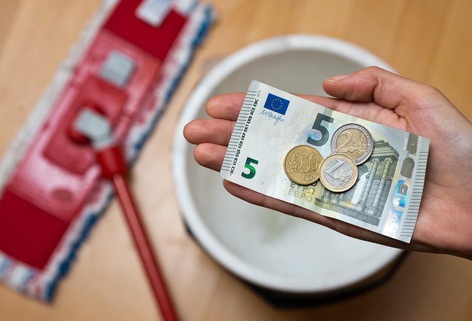 In Frankreich müssen erstmals mehr als 10 Euro Mindestlohn gezahlt werden, in Luxemburg sogar 11,97 Euro.