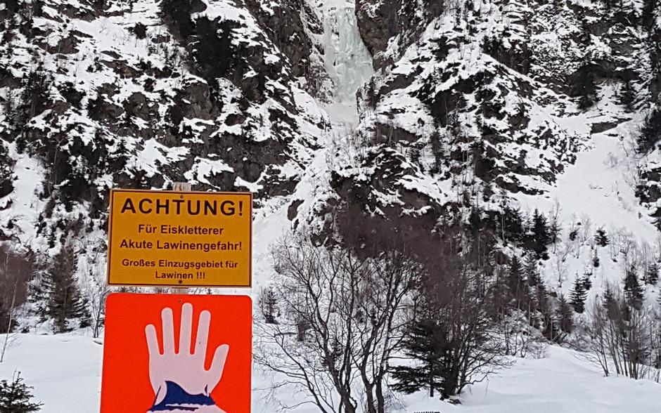 Zwei Eiskletterer wurden im Bereich des Eisfalles Bodenbach von einer Lawine verschüttet.