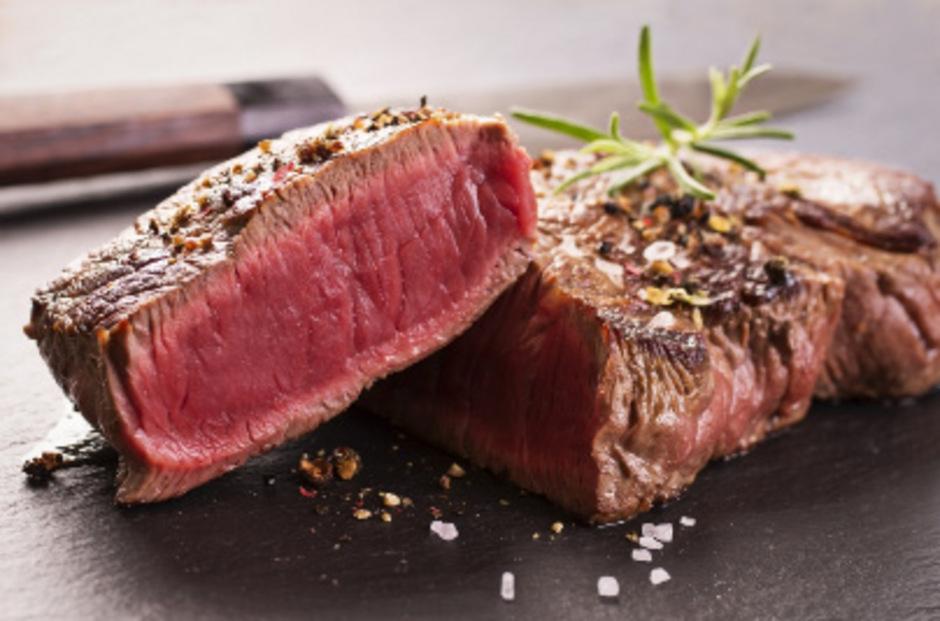 Heimische Lebensmittel haben oft das Nachsehen, weil die Erzeugung aufgrund höherer Produktionsstandards im Inland teurer ist.