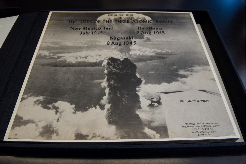 Luftaufnahme eines Atombombenabwurfs, von den USA übergeben an das Hiroshima Peace Memorial Museum.
