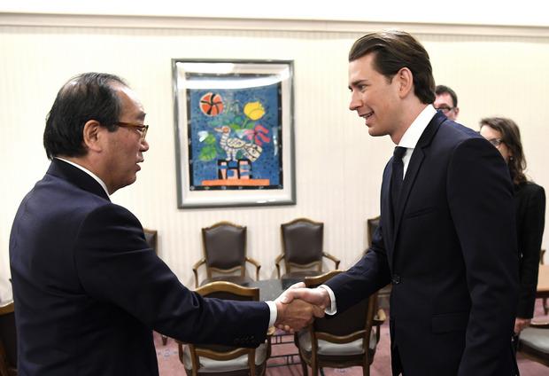 Der Bürgermeisters von Hiroshima Kazumi Matsui und Bundeskanzler Sebastian Kurz.