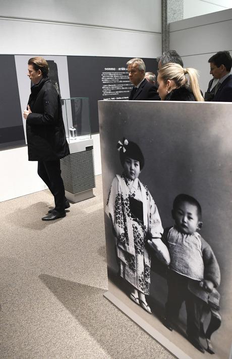 Sebastian Kurz beim Besuch des Dokumentationszentrums in Hiroshima.
