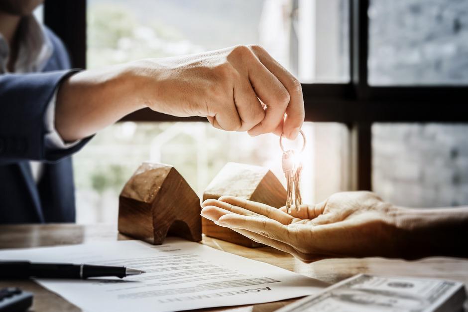 Was muss für eine Immobilie gezahlt werden? Gerade bei schriftlichen Angeboten ist der Kaufpreis oft nicht transparent.