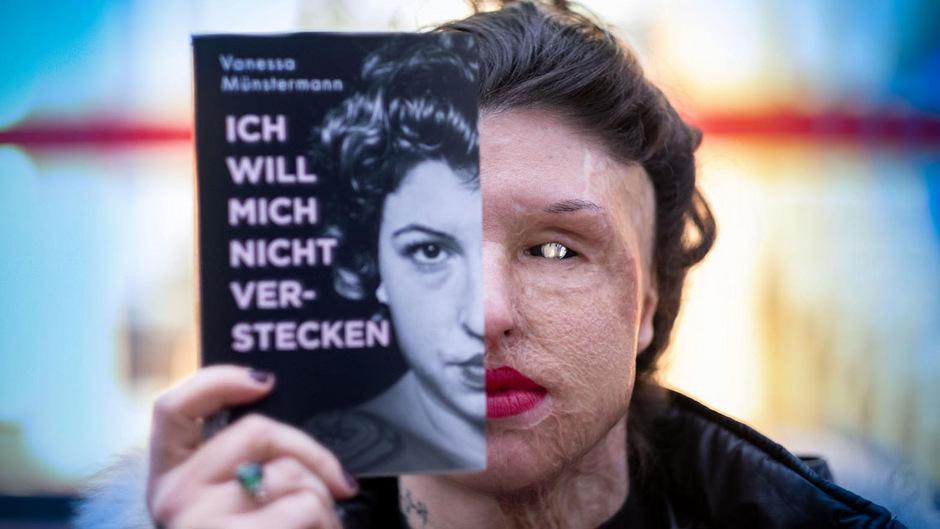 Vanessa Münstermann mit ihrer Biografie.