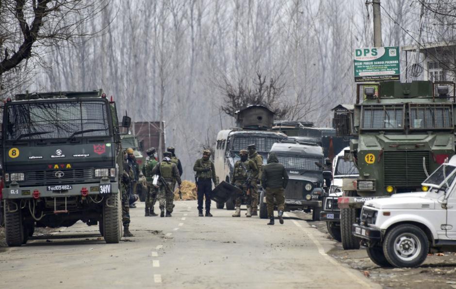 """Bei einer Schießerei im indischen Teil Kashmirs wurden neun Menschen getötet. Darunter vier Soldaten und drei """"Terroristen""""."""