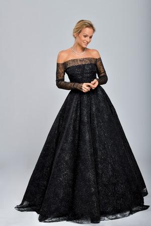 """Mirjam Weichselbraun hat sich eine """"Art Sternenhimmel"""" als Kleid gewünscht."""