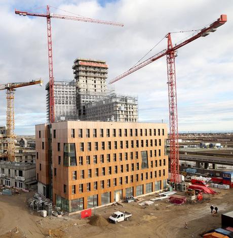 """Das """"HoHo"""" in Wien (beim Bau) hat 24 Geschoße und ist 84 Meter hoch."""