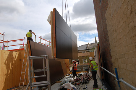 Weil die Wände vorgefertigt wurden, konnte das Projekt von binderholz schneller als in anderen Bauweisen errichtet werden.
