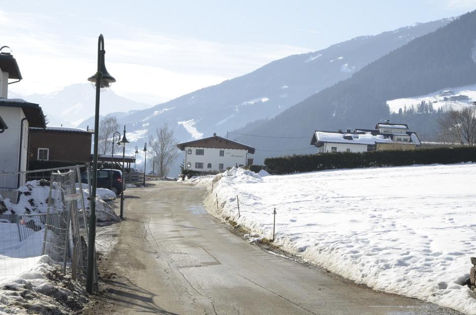 Sankt Pankrazweg - das Feld rechts im Bild soll gewidmet werden.