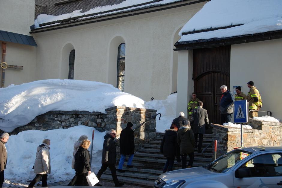 Zahlreiche Einheimische und Angehörige der Lawinenopfer besuchten den Erinnerungsgottesdienst.