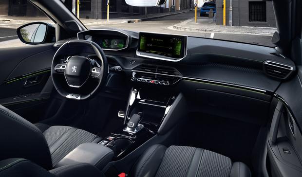 Die höheren Ausstattungslinien verfügen über ein volldigitales Instrumentarium, unterschiedlich groß ist der mittig platzierte Touchscreen.