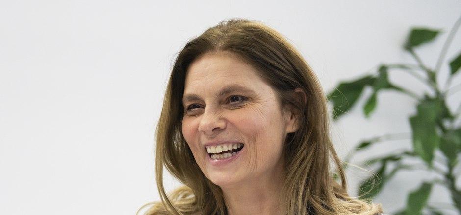 Die prominente (Fernseh-)Köchin und Buchautorin Sarah Wiener will für die Grünen in das Europaparlament. Sie kandidiert beim Bundeskongress für den zweiten Listenplatz.