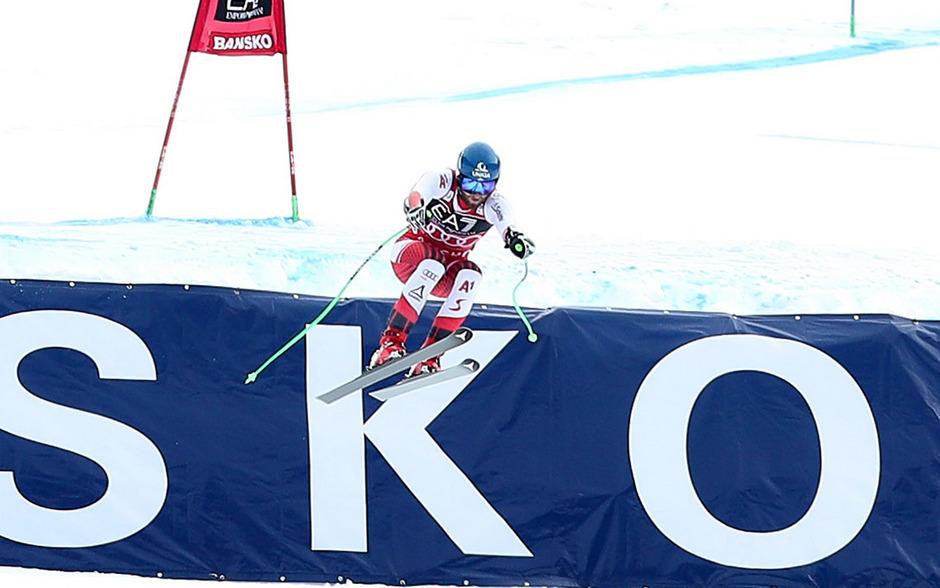 Marco Schwarz bei seinem verhängnisvollen Sprung. Bei der Landung zog sich der Kärntner die Knieverletzung zu.