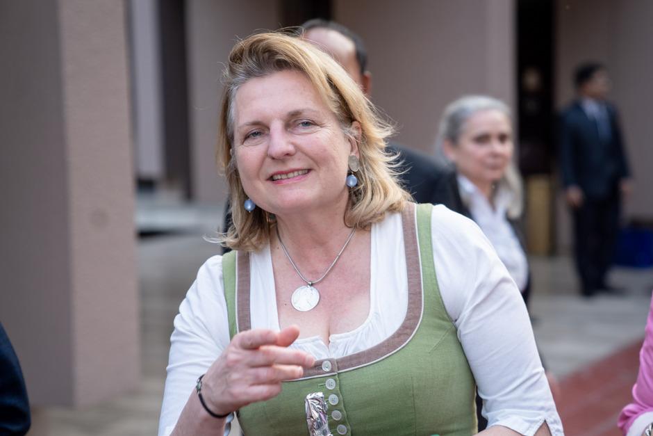 """Außenministerin Karin Kneissl (FPÖ) besuchte im Rahmen ihrer Südasienreise in Dhaka das von Österreich mitfinanzierte Hilfsprojekt """"Hope87""""."""