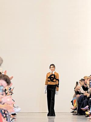 Victoria Beckham setzte als nächste Designerin ein Zeichen und verzichtet künftig auf Pelz und exotische Tiermode. Die Liste prominenter Modeschöpfer, die sich bereits zu diesem Schritt entschieden haben, ist lang.