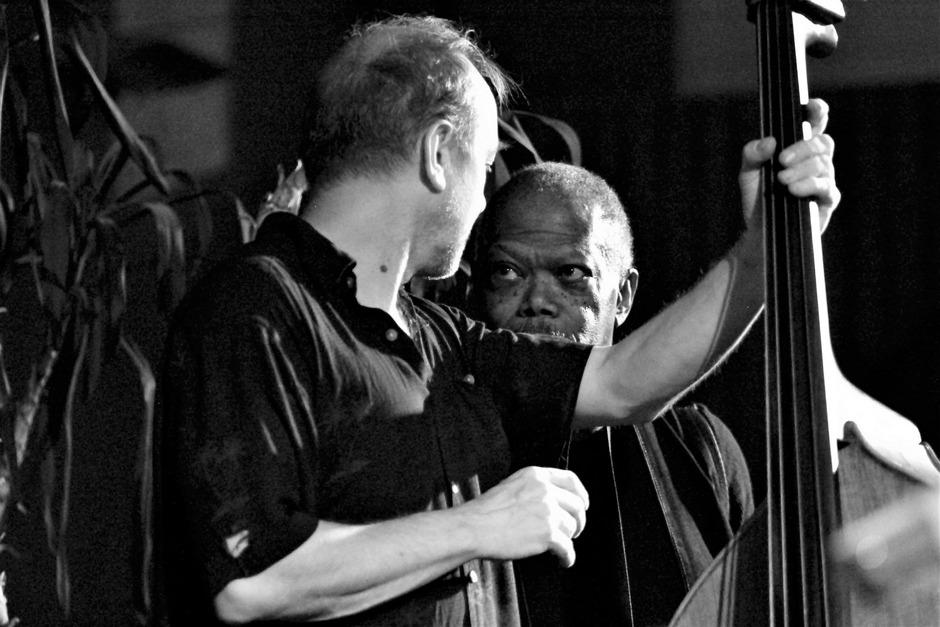 Joe McPhee (r.) war schon Gast in St.Johann. artacts bietet neben den Konzerten auch 2019 Workshops und Kinderprogramm an.