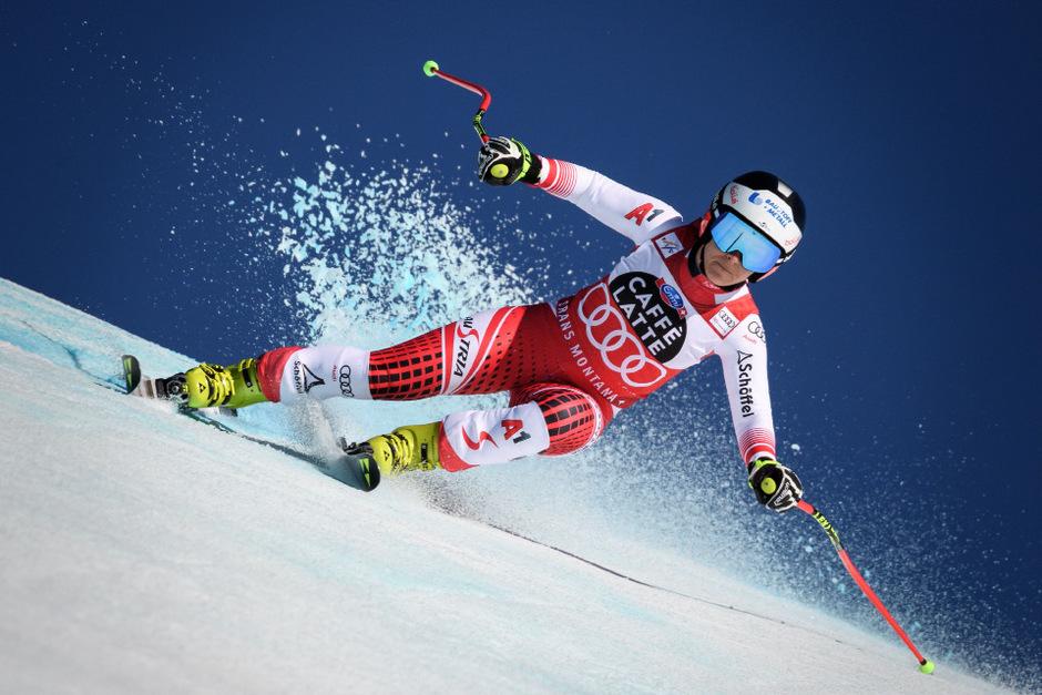 frau fährt nackt ski