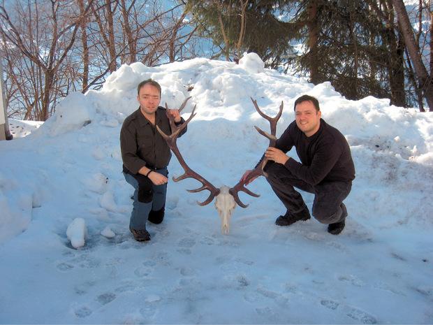 Zwei echte Naturburschen: Martin und Andreas (r.) sind leidenschaftliche Jäger und Fischer.