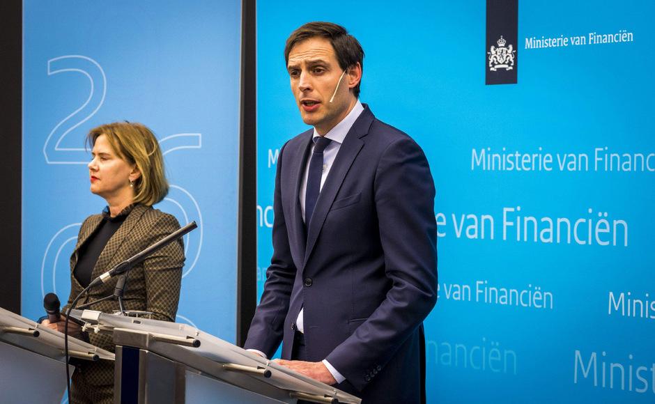Der niederländische Finanzminister Wopke Hoekstra erklärt die Pläne seiner Regierung.