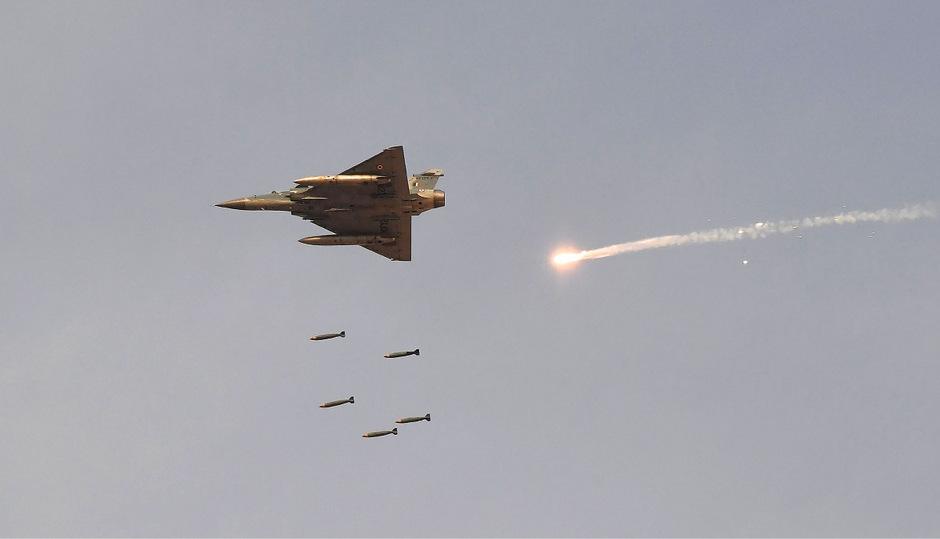 Ein indische Kampfjet während einer Parade. (Symbolfoto)
