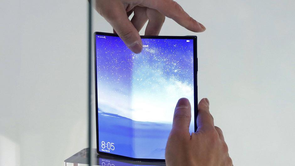 Auch Huawei kooperierte mit Google bei der Entwicklung seines Falt-Telefons Mate X, bei dem das Tablet-Display im Gegensatz mit Galaxy Fold auf der Außenseite bleibt.