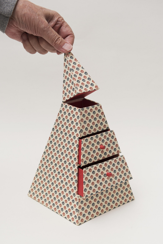 Von Günter Ramminger aus Papier und Karton gemacht.