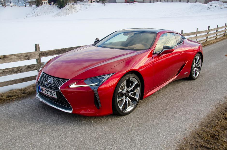 Es gibt Autos, die sind schon fast langweilig, weil sie so perfekt sind. Das kann man vom Lexus LC500h allerdings nicht behaupten.