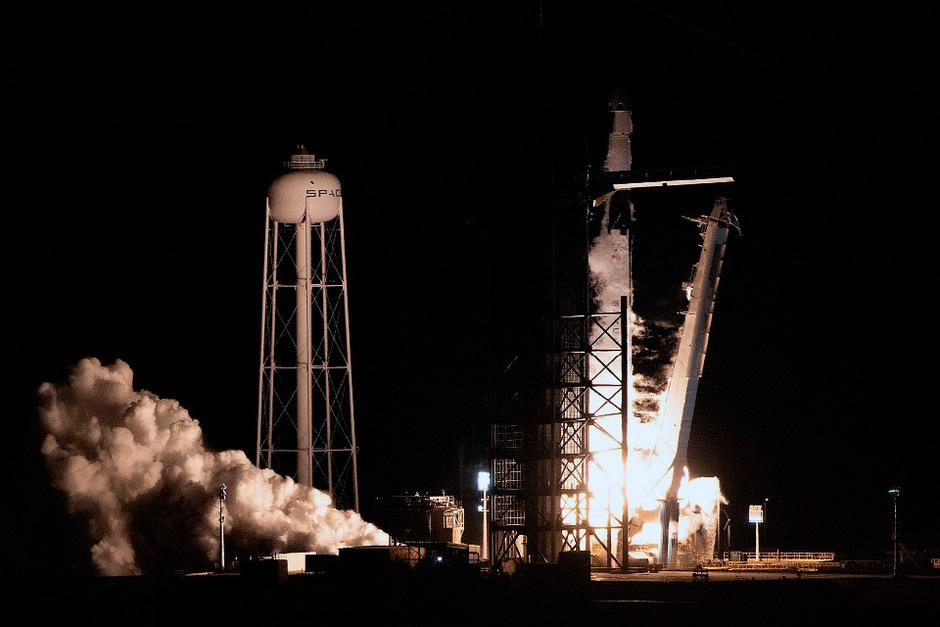 """Das neue Raumschiff """"Crew Dragon"""" hob am Vormittag (MEZ) vom Weltraumbahnhof Cape Canaveral im US-Staat Florida ab."""