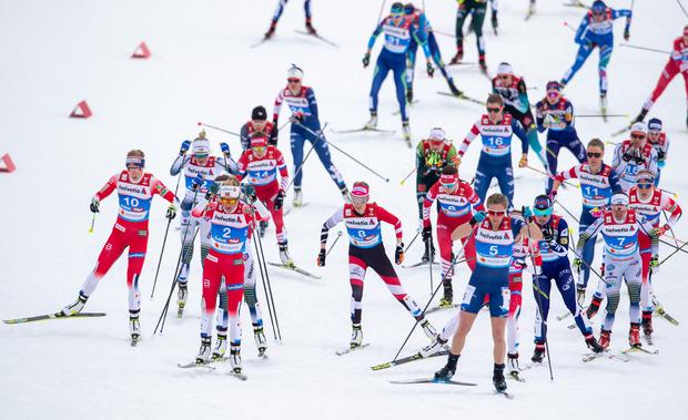 Stadlober (Bildmitte mit Startnummer 8) hielt lange mit den Top-Läuferinnen mit.